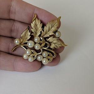 Trifari Gold and Pearl Vintage Pin